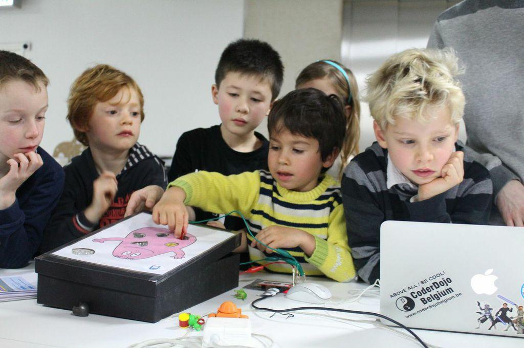 Des ateliers innovants, créatifs et très numériques qui se déroulent la majeure partie du temps au Laboratoire du FRAC Nord